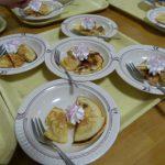 3階療養棟レクリエーション パンケーキ作りのサムネイル